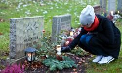 Alla helgons dag 2012 på Uppsala gamla kyrkogård. Ljuständning